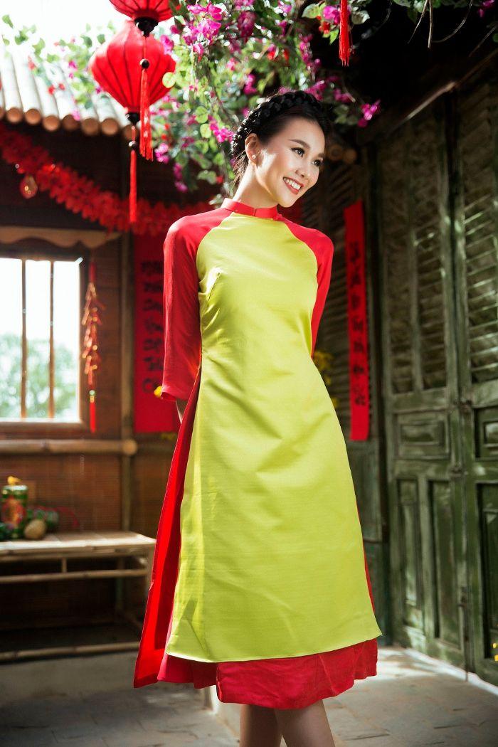 Mẫu áo dài cách tân nữ một màu được thiết kế gồm áo dài, quần ống lửng và dây băng đô