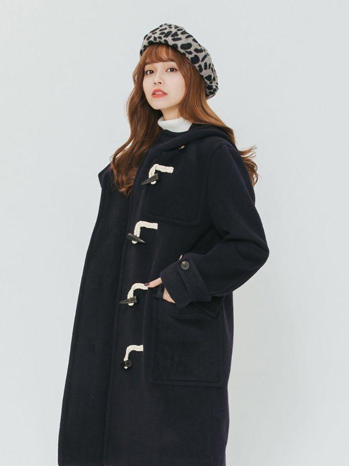 Một trong 8 loại áo khoác thông dụng không thể không nhắc đến đó là áo khoác duffle