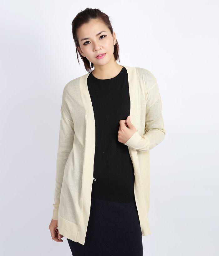 Trong tiết trời mùa thu với những cơn gió nhẹ nhàng thì 1 chiếc áo khoác len mỏng là sự lựa chọn hoàn hảo dành cho bạn