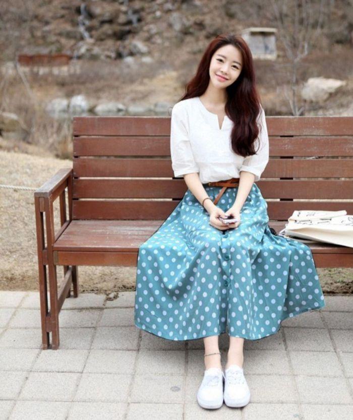 Mặt hàng chính của shop là quần áo, giày dép, túi xách xuất xứ từ Nhật Bản và các nước Châu Âu