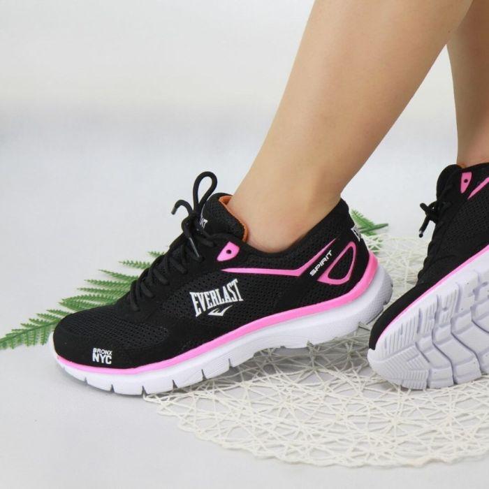Thế giới giày thể thao cũng được giới trẻ đánh giá cao
