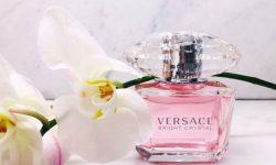 Siêu phẩm này nhanh chóng mang đến cho Versace vị trí đẳng cấp thương hiệu trong lòng khách hàng
