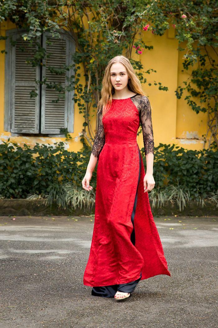 Trong top 8 loại áo cho nữ thì mẫu áo dài cổ thuyền được đánh giá rất cao