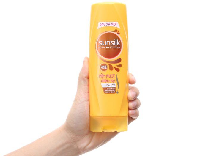 Dầu xả Sunsilk với công nghệ Micro-sheet, cho mái tóc hết rối và mềm mượt suốt ngày dài
