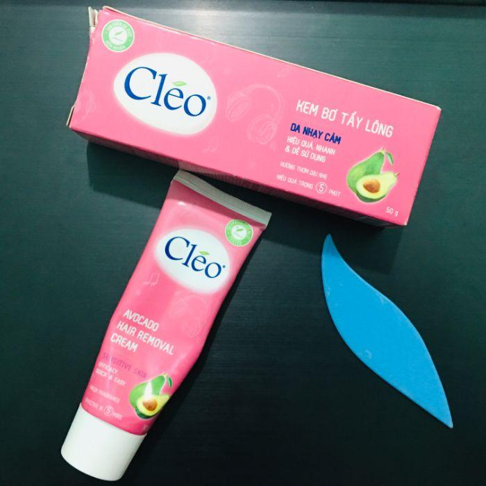 Với thành phần chiết xuất từ lô hội và trà xanh, kem tẩy lông Cleo được sử dụng để tẩy lông