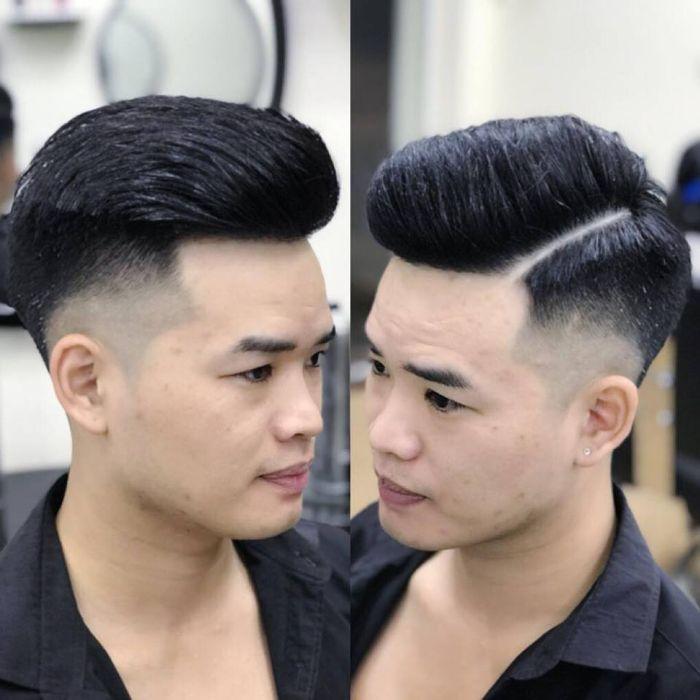 Một trong 8 tiệm cắt tóc nam nổi tiếng tại Hà Nội được nhiều người biết đến đó là HUA Hairdressing Salon