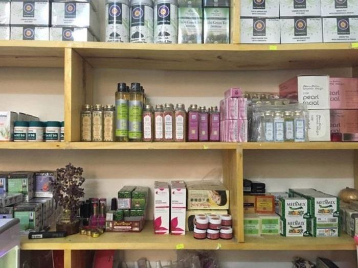 Tại Bindi, bạn có thể dễ dàng tìm được nhiều thương hiệu mỹ phẩm Ấn Độ nổi tiếng