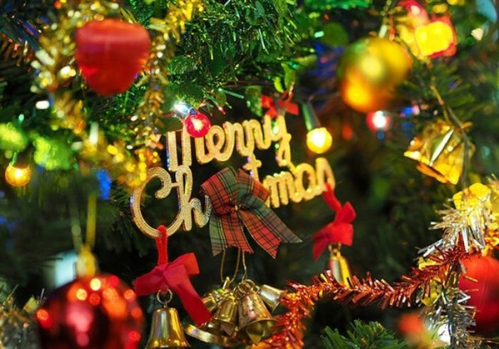 """""""Jingle Bell Rock"""" tạo cảm giác một mùa Giáng sinh rộn ràng và vui vẻ"""