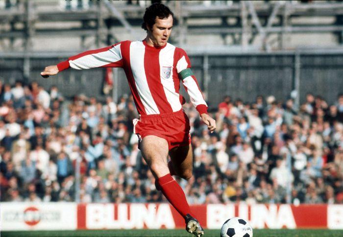 Franz Beckenbauer là cầu thủ người Đức