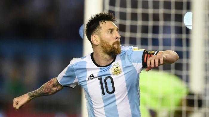 Messi đã giành được danh hiệu cầu thủ xuất sắc nhất thế giới trong 3 năm liên tiếp