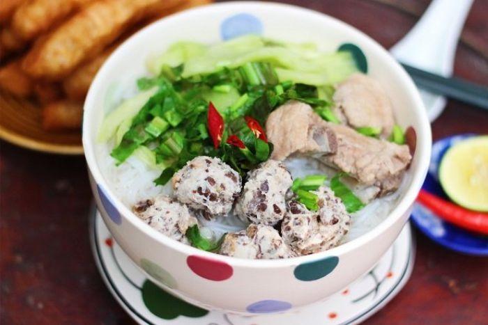 Bún mọc có nguồn gốc từ làng Nhân Mục, Nhân Chính, nay thuộc quận Thanh Xuân, Hà Nội