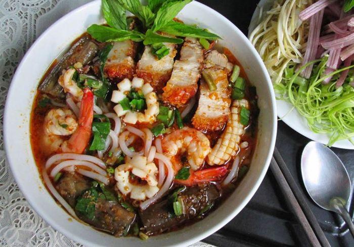 Bún mắm là món ăn đến từ miền Tây sông nước và đặc biệt phổ biến ở Trà Vinh hay Sóc Trăng