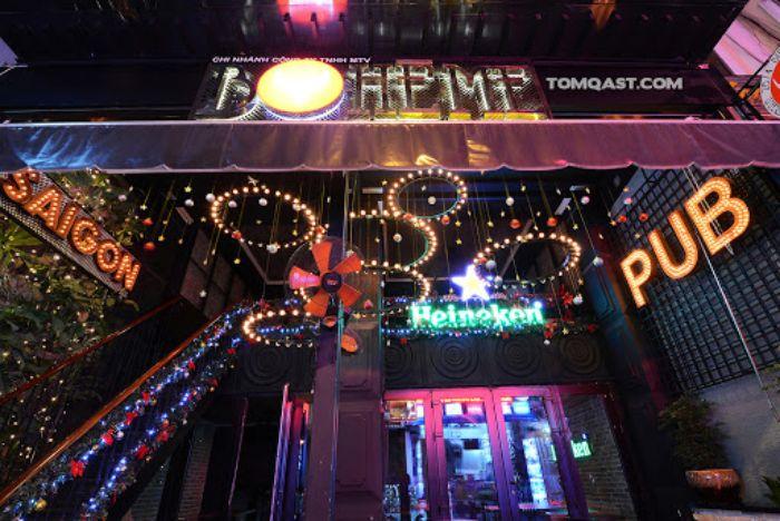 Boheme là quán bar khá nổi tiếng với diện tích khá nhỏ nên lúc nào cũng kín bàn