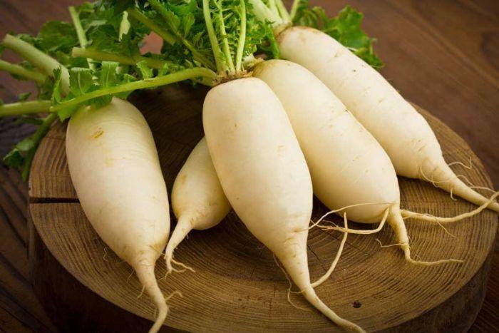 Củ cải trắng tính mát, vị ngọt, có công dụng lợi quan tiết