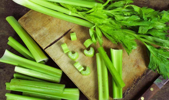 Cần tây là một trong những thực phẩm tính mát, lợi tiểu, tốt cho người bệnh gout