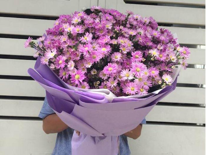 Nếu bạn đang tìm quà sinh nhật cho bạn nữ thì một bó hoa thạch thảo chính là lựa chọn hoàn hảo