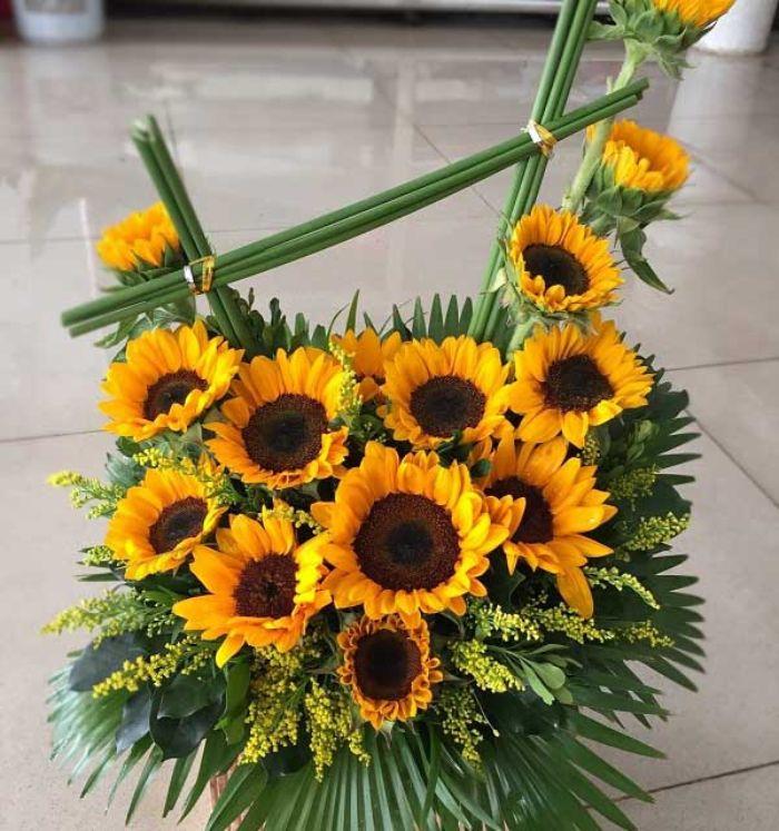 Tặng hoa hướng dương còn là thông điệp dù cho em có ở nơi đâu thì anh vẫn luôn hướng về em