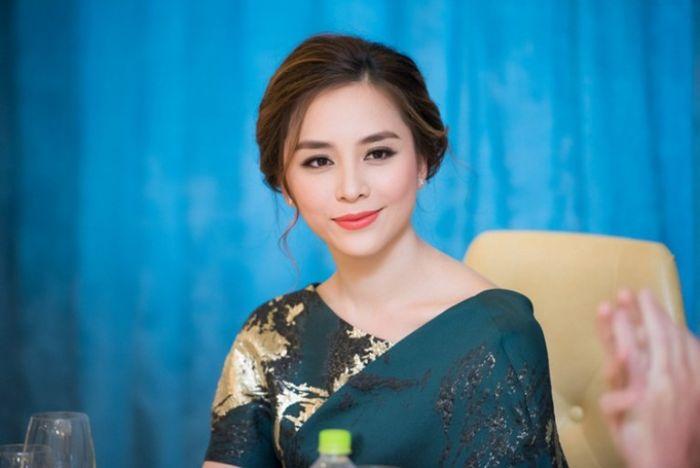 Dương Trương Thiên Lý là Á hậu Hoa hậu Hoàn vũ Việt Nam năm 2008