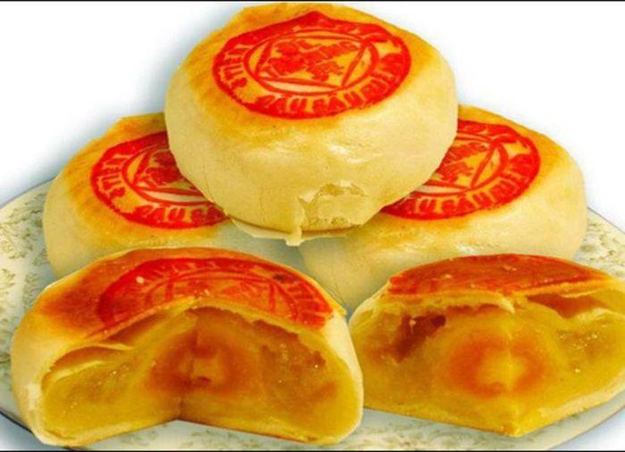 Bánh pía là thức quà miền Tây mang hương vị ngọt ngào
