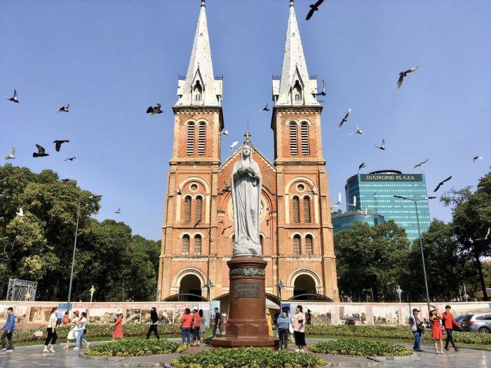 Nhà thờ Đức Bà được mệnh danh là Vương cung thánh đường
