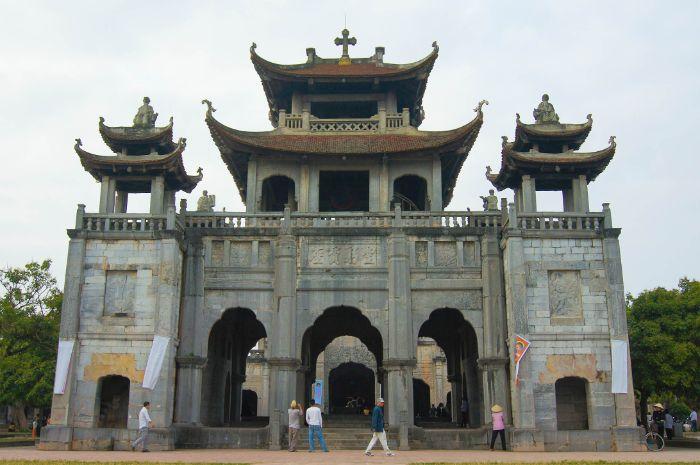 Nhà thờ Phát Diệm là một quần thể nhà thờ được xây dựng từ lâu