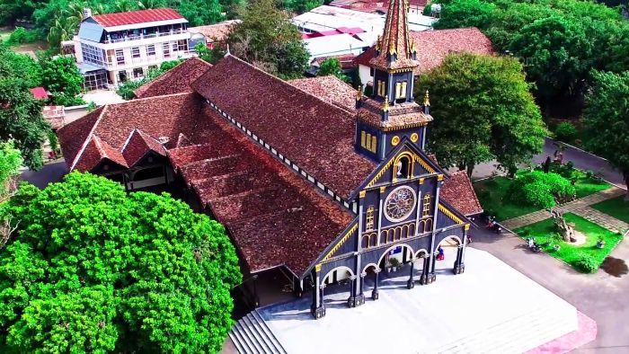 Nhà thờ gỗ Kon Tum được thiết kế độc đáo