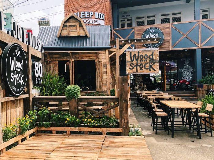 Woodstock Đà Lạt là một tiệm cà phê mang phong cách Tây Âu
