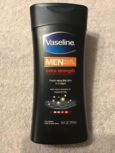 Người anh cả trong bộ 3 sản phẩm với công dụng dưỡng ẩm siêu việt của Vaseline