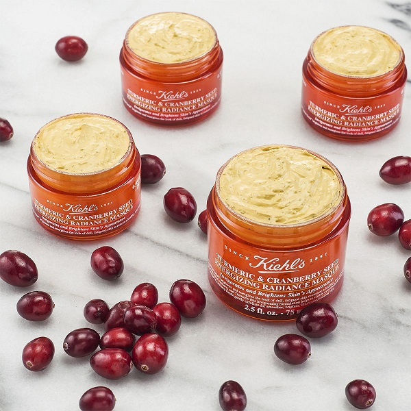 Turmeric và Cranberry Seed Energizing Radiance Masque.