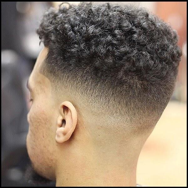 Kiểu tóc xoăn ngắn nam mạnh mẽ