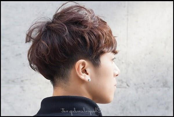 Kiểu tóc xoăn phồng nam kết hợp rối nhẹ