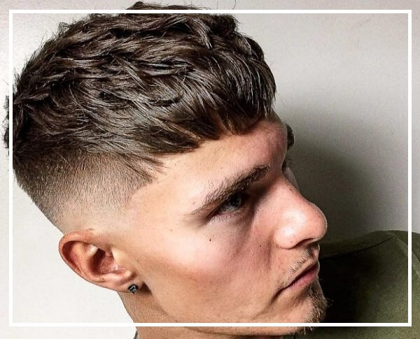 Kiểu tóc Textured Crop nam mặt dài gầy